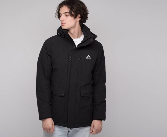 Черная зимняя куртка Adidas