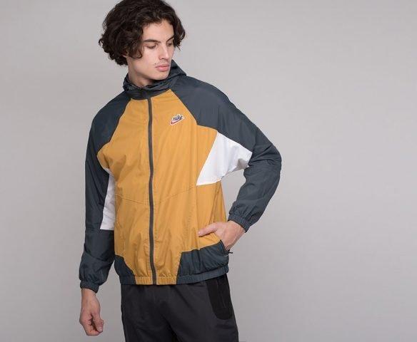 Ветровка Nike желтая